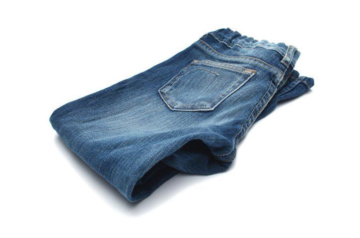 Odzież damska, a wśród nich spodnie. Dlaczego kobiety je uwielbiają?